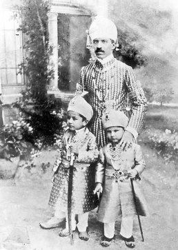 Nizam Osman Ali Khan and children
