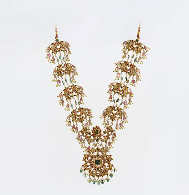 A Gemset Fish Necklace  Saffron Treasures from the Past Indian Period Jewellery, Saffronart Delhi