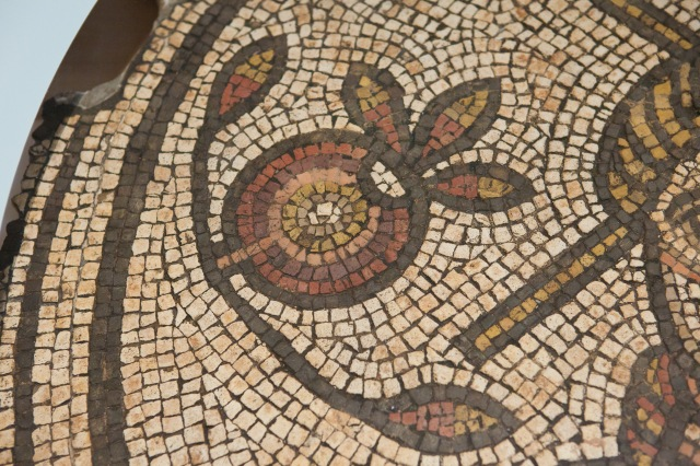 A pomegranate in a Roman mosaic from the 4th century AD. Image Credit: http://art-history-images.com/photo/7569