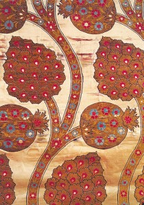 Pomegranate flowers and fruits in an Ottoman Kaftan. Image Credit: http://www.arastan.com/journey/wp-content/uploads/2013/09/PomegrKaftan.jpg