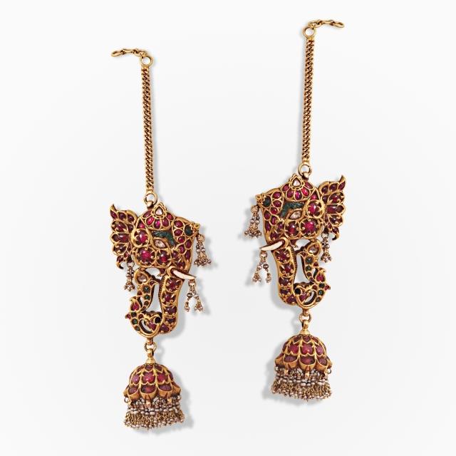 A pair of magnificent elephant-motif earrings Source: http://www.saffronart.com/fixedjewelry/PieceDetails.aspx?iid=39588&pt=2&eid=3703