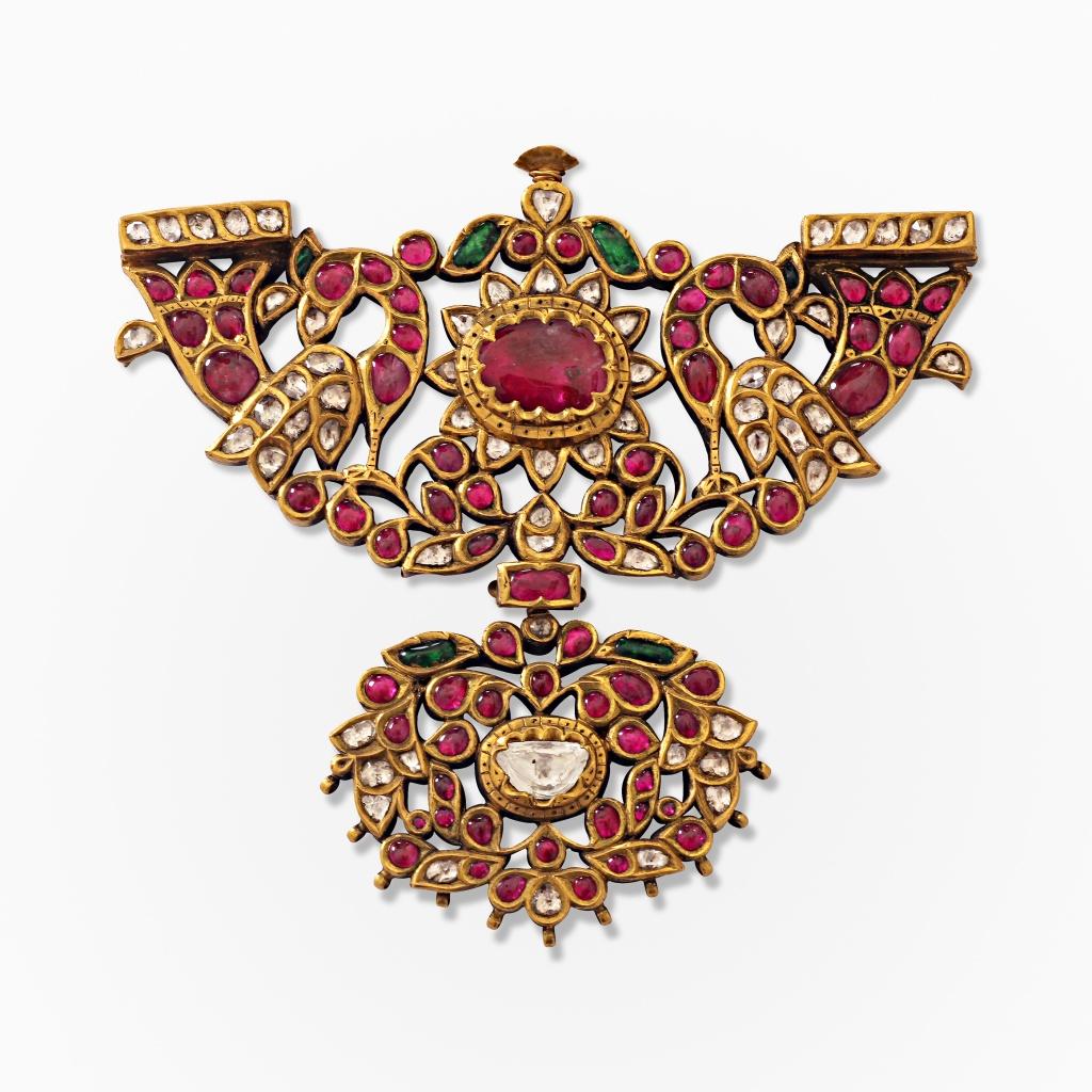 A period gem-set padakkam with two peacocks Source: http://www.saffronart.com/fixedjewelry/PieceDetails.aspx?iid=39825&pt=2&eid=3703