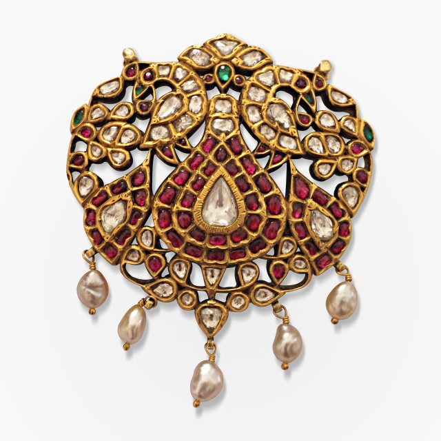 A Period Kundan-set Pendant with Two Peacocks Source: http://www.saffronart.com/fixedjewelry/PieceDetails.aspx?iid=39826&pt=2&eid=3703
