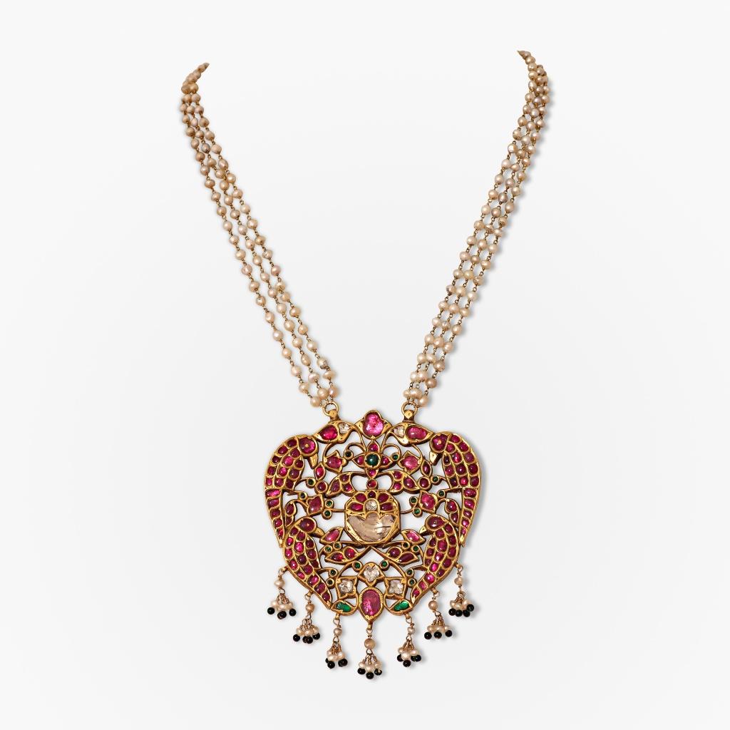 A gem-set pendant depicting two parrots Source: http://www.saffronart.com/fixedjewelry/PieceDetails.aspx?iid=39831&pt=2&eid=3703
